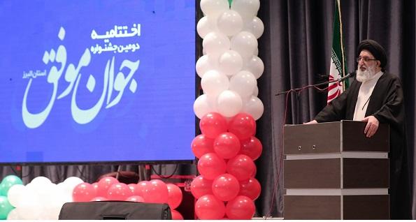 جوانان باید بتوانند کشور را به قله بزرگ تمدنی اسلام برسانند