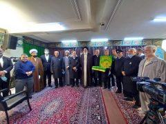 استقبال آیت الله حسینی همدانی از پرچم متبرک و خادمین آستان مقدس حضرت علی ابن موسی الرضا
